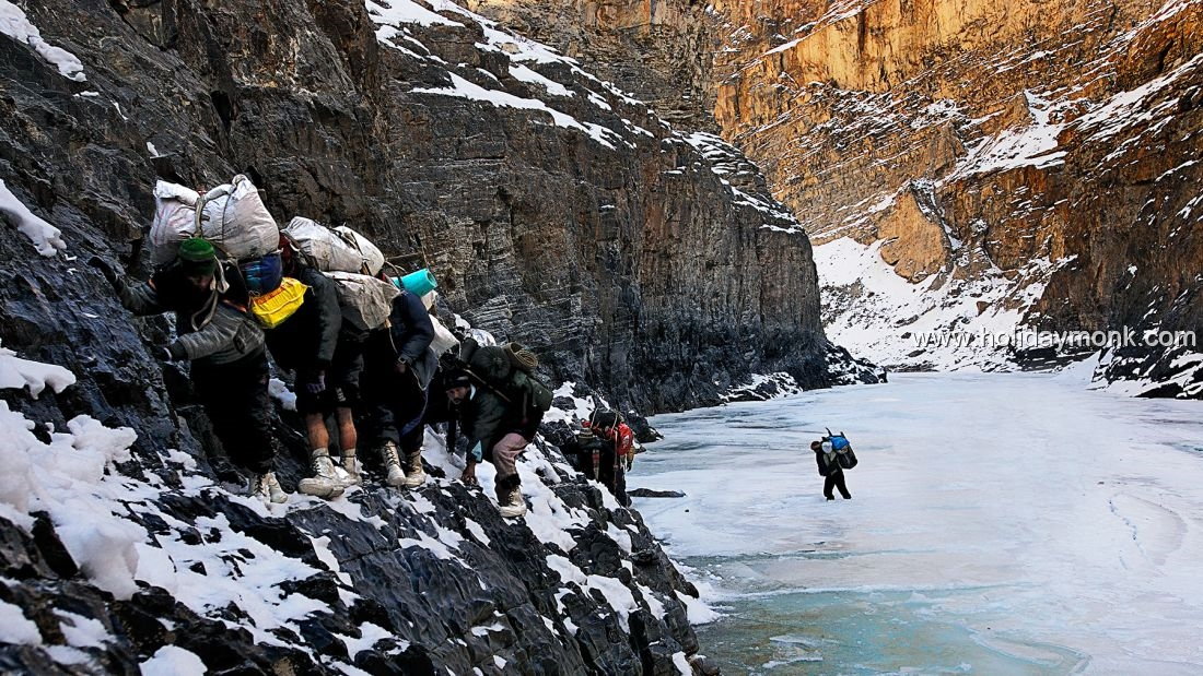 chadar trek gorge