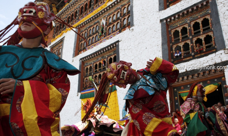 Bhutanese-Enjoy-The-Paro-Tsechu-Festival1